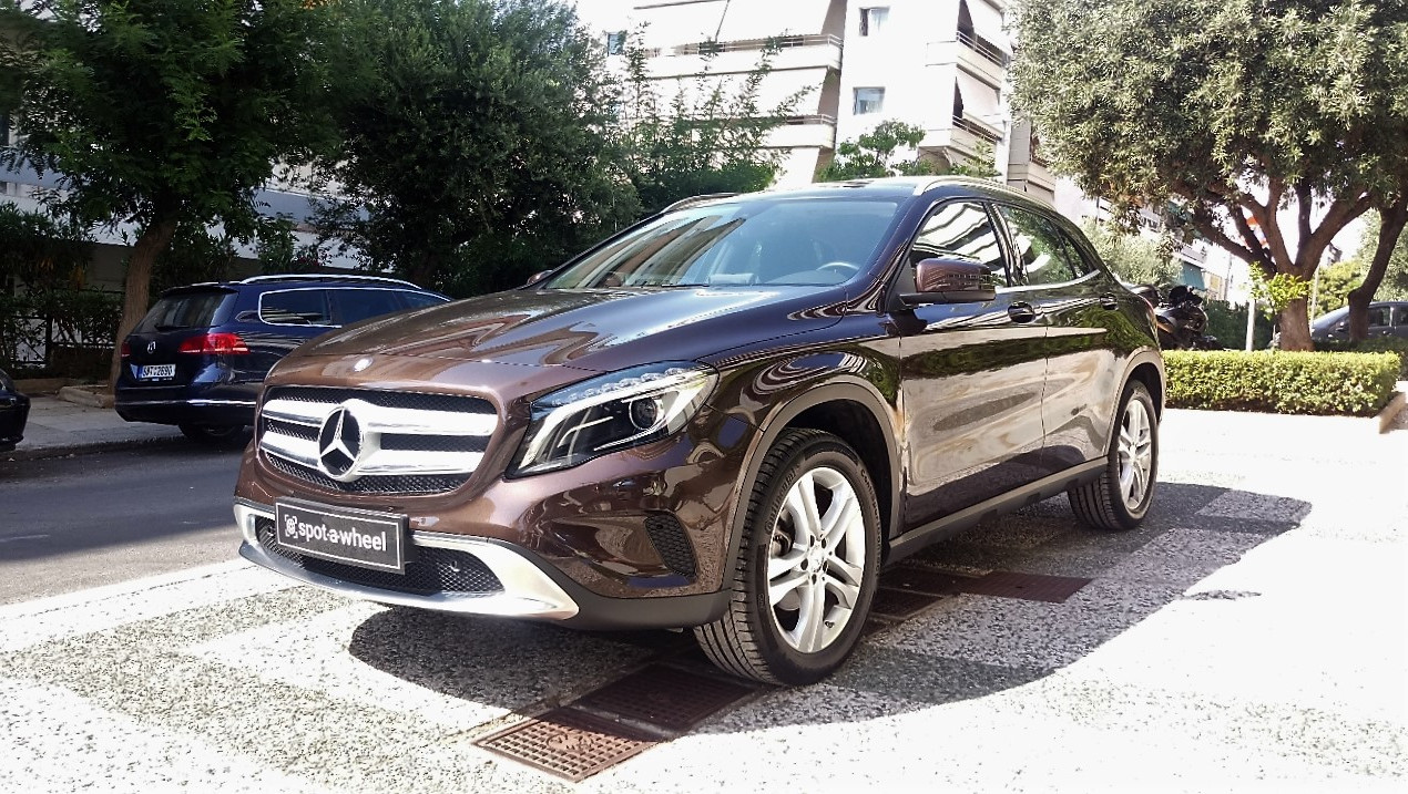 Mercedes-Benz GLA 200 Panorama του  2016