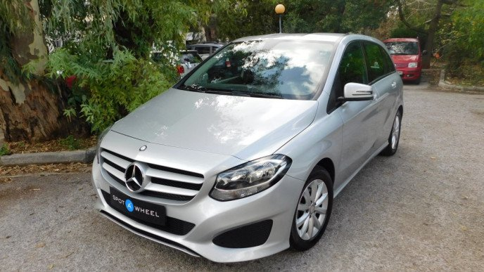 2014 Mercedes-Benz B 180 - front-left exterior