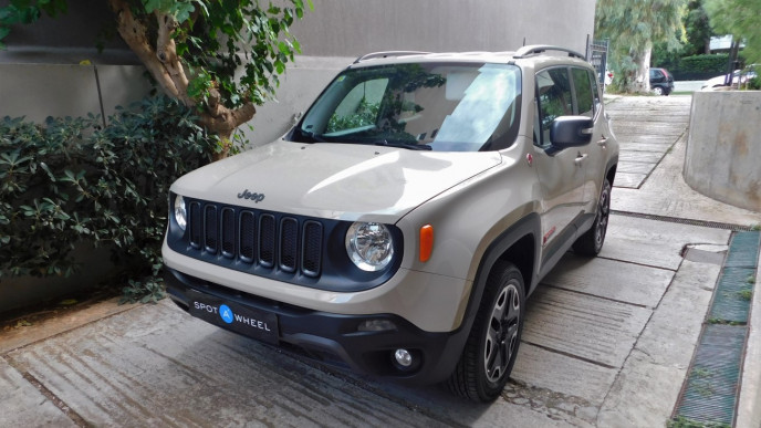 2015 Jeep Renegade - front-left exterior