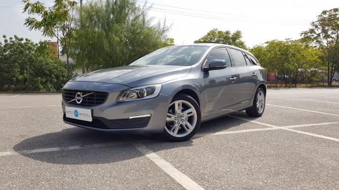 2016 Volvo V60 - front-left exterior