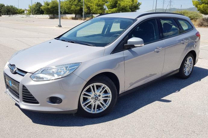 2011 Ford Focus - front-left exterior