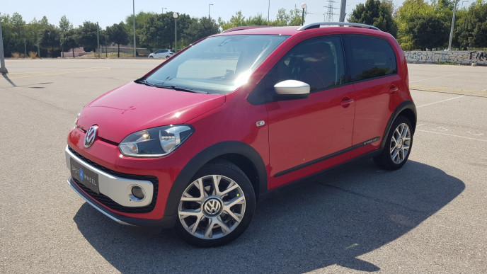 2014 Volkswagen Up - front-left exterior