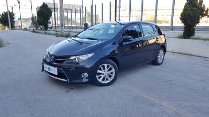 2013 Toyota Auris - front-left exterior