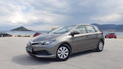 2017 Toyota Auris - front-left exterior