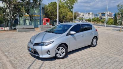 2015 Toyota Auris - front-left exterior