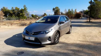 2013 Toyota Auris - front-left